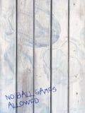 Ningunos juegos de pelota - en la puerta marcada por fútboles Fotografía de archivo