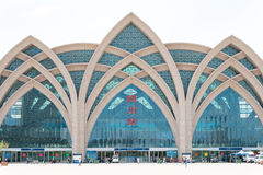 NINGXIA KINA - Augusti 19 2015: Yinchuan järnvägsstation i Yinchu Arkivfoto