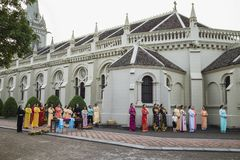 Ninh Binh, Βιετνάμ - 16 Μαΐου 2015: Οι βιετναμέζικες χριστιανικές γυναίκες που φορούν το παραδοσιακό φόρεμα AO Dai εκτελούν το τε Στοκ Φωτογραφία