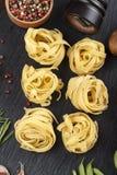 Ninho cru dos espaguetes Imagens de Stock Royalty Free