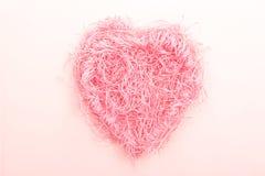 Ninho da forma do coração feito do papel fotos de stock