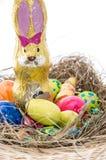 Ninho de Easter com os doces no branco fotos de stock royalty free
