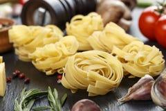Ninho dos espaguetes com vegetais Imagem de Stock