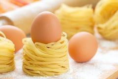 Ninho e ovos dos espaguetes Imagens de Stock Royalty Free