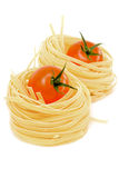 Ninho e tomates da massa Fotografia de Stock Royalty Free