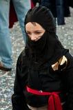 Ninja化装舞会所穿着的服装在罗马狂欢节 库存图片