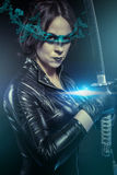 Ninja, девушка с шпагой katana. одетый в черном латексе, шуточный хлев стоковое фото rf