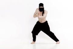 Ninja na białym tle Męski wojownik w czerni ubraniach Obrazy Royalty Free