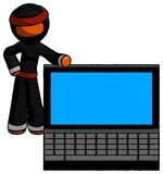 Ninja orange Warrior Man près du grand ordinateur portable, a de penchement illustration stock