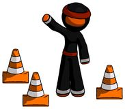 Ninja orange Warrior Man Standing par l'ondulation de cônes du trafic illustration libre de droits