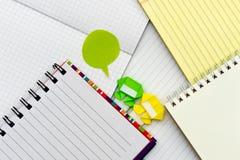 Ninja pequeno Kids Are Helping seu trabalho ou estudo Foto de Stock Royalty Free