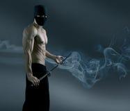 Ninja trekt het katanazwaard terug Royalty-vrije Stock Afbeeldingen
