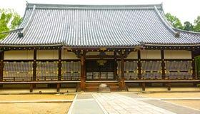 Ninnaji寺庙的金黄霍尔在京都,日本 免版税库存图片