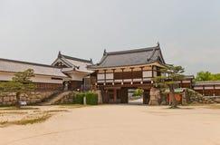 Ninomaru Omote port och Tamon Yagura torn av den Hiroshima slotten Arkivfoto