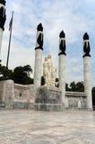 ninos för stadshjältemexico monument Arkivbild