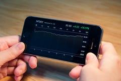 Nintendo Co ltd. график состояния запасов на iPhone5s Стоковые Фотографии RF