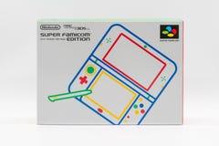 Nintendo 3DS LL toppen Famicom upplaga Portablelek vid Nintendo Fotografering för Bildbyråer