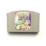 Nintendo 64 för Pokémon pusselliga modig kassett royaltyfria foton