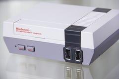 Nintendo NES klassisk upplaga med reflexion arkivfoto