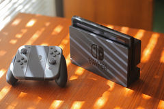Nintendo strömbrytarekonsol Arkivbild