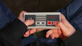Nintengo NES, Super-Mario 3 spielend stock footage