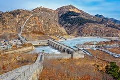 Nio-båge bro på den stora Kina väggen Royaltyfri Bild