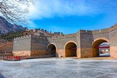 Nio-båge bro på den stora Kina väggen i vinter Royaltyfri Fotografi