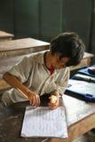 Niño camboyano en la sala de clase Foto de archivo libre de regalías