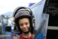 Niño con el casco y el escudo Imágenes de archivo libres de regalías