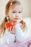 Niño con la manzana Imagen de archivo libre de regalías