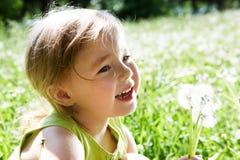 Niño con las flores Fotografía de archivo