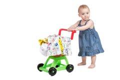 Niño con una carretilla de las compras del juguete Foto de archivo libre de regalías