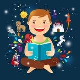 Niño de la historieta que lee el libro del cuento de hadas Fotografía de archivo