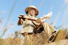 Niño del explorador de la aventura Fotografía de archivo libre de regalías