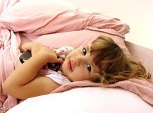 Niño del tiempo de la cama Imagenes de archivo