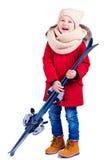Niño emocionado feliz del muchacho que sostiene el equipo del esquí Imagen de archivo libre de regalías