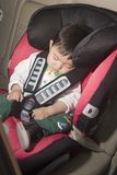 Niño en asiento de coche Imagen de archivo libre de regalías