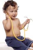 Niño en el doctor. Fotos de archivo libres de regalías