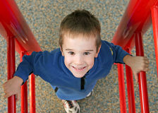 Niño en el patio Fotos de archivo