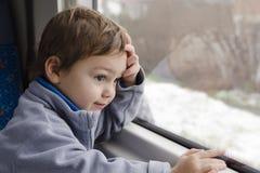 Niño en el tren Imagenes de archivo