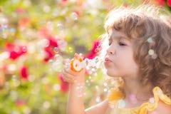 Niño en primavera Fotos de archivo libres de regalías