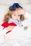Niño enfermo en cama Fotografía de archivo libre de regalías