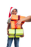 Niño feliz con los regalos de Navidad Foto de archivo libre de regalías