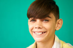 Niño hispánico divertido feliz sonriente del muchacho del Latino del retrato de los niños Imagen de archivo