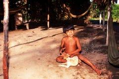 Niño indio nativo Awa Guaja del Brasil Imágenes de archivo libres de regalías
