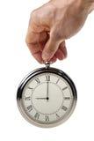 Nio klockan på den retro watchen. Arkivfoton
