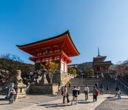 NIO -NIO-mon (πύλη) στο ναό kiyomizu-Dera στο Κιότο στοκ φωτογραφία