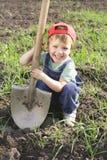 Niño pequeño con la pala grande Fotografía de archivo