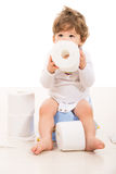 Niño pequeño que se sienta en el potty Fotografía de archivo