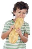 Niño que come el pan Imagen de archivo
